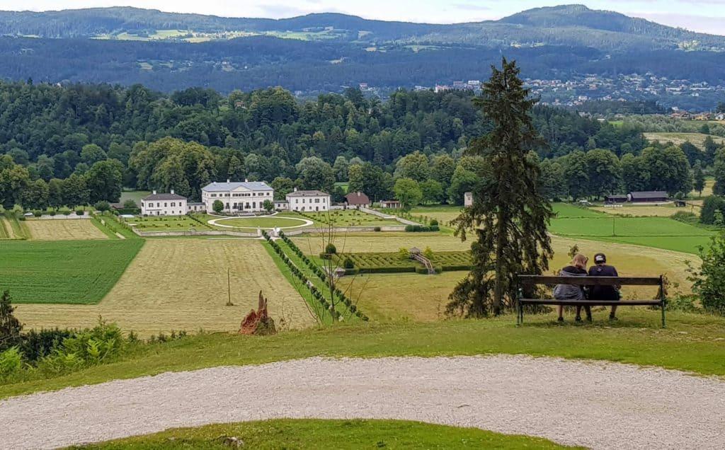 Aussichtspunkt Wildpark mit Blick auf Schloss und Labyrinth