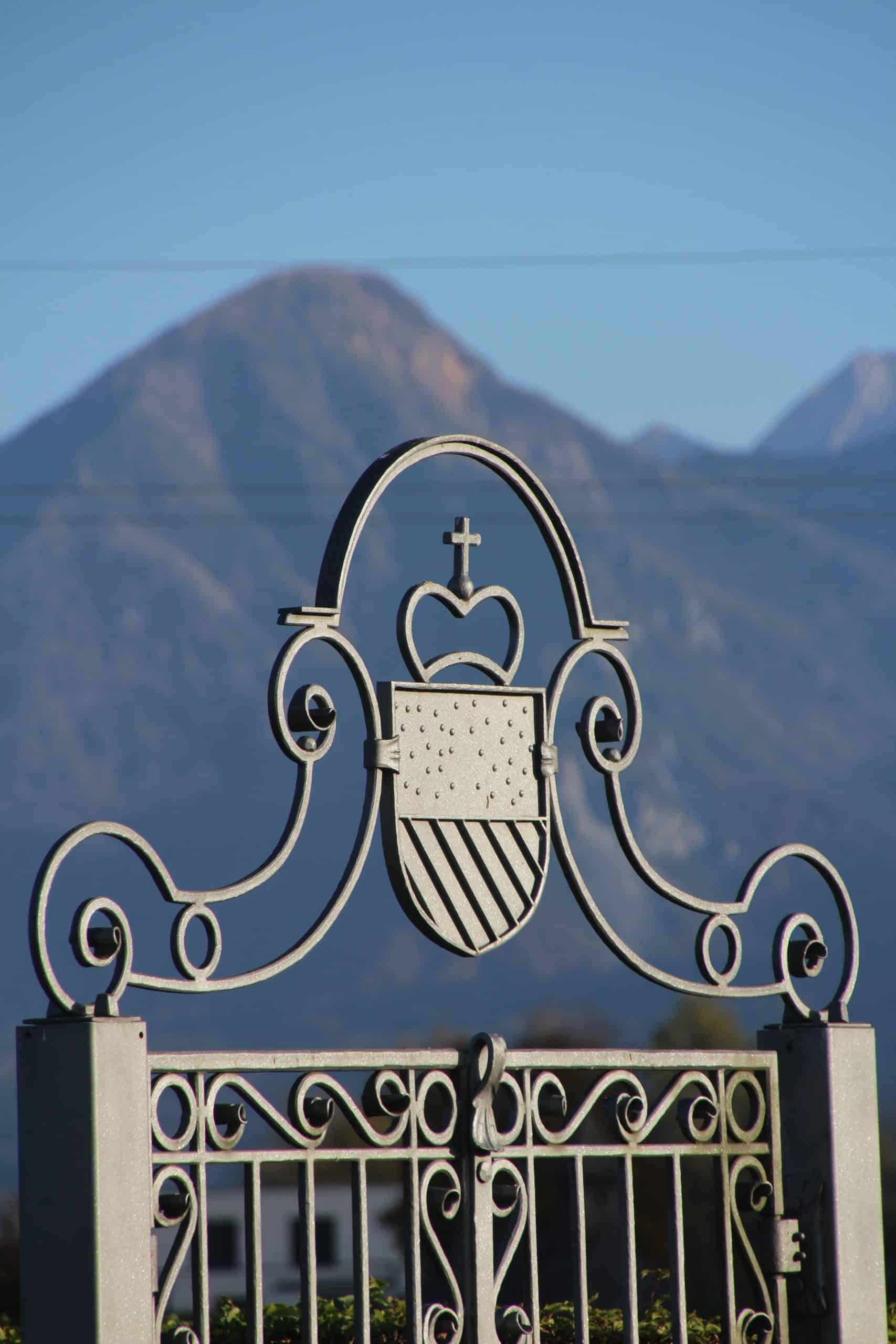Eingang Labyrinth mit Wappen von und zu Liechtenstein