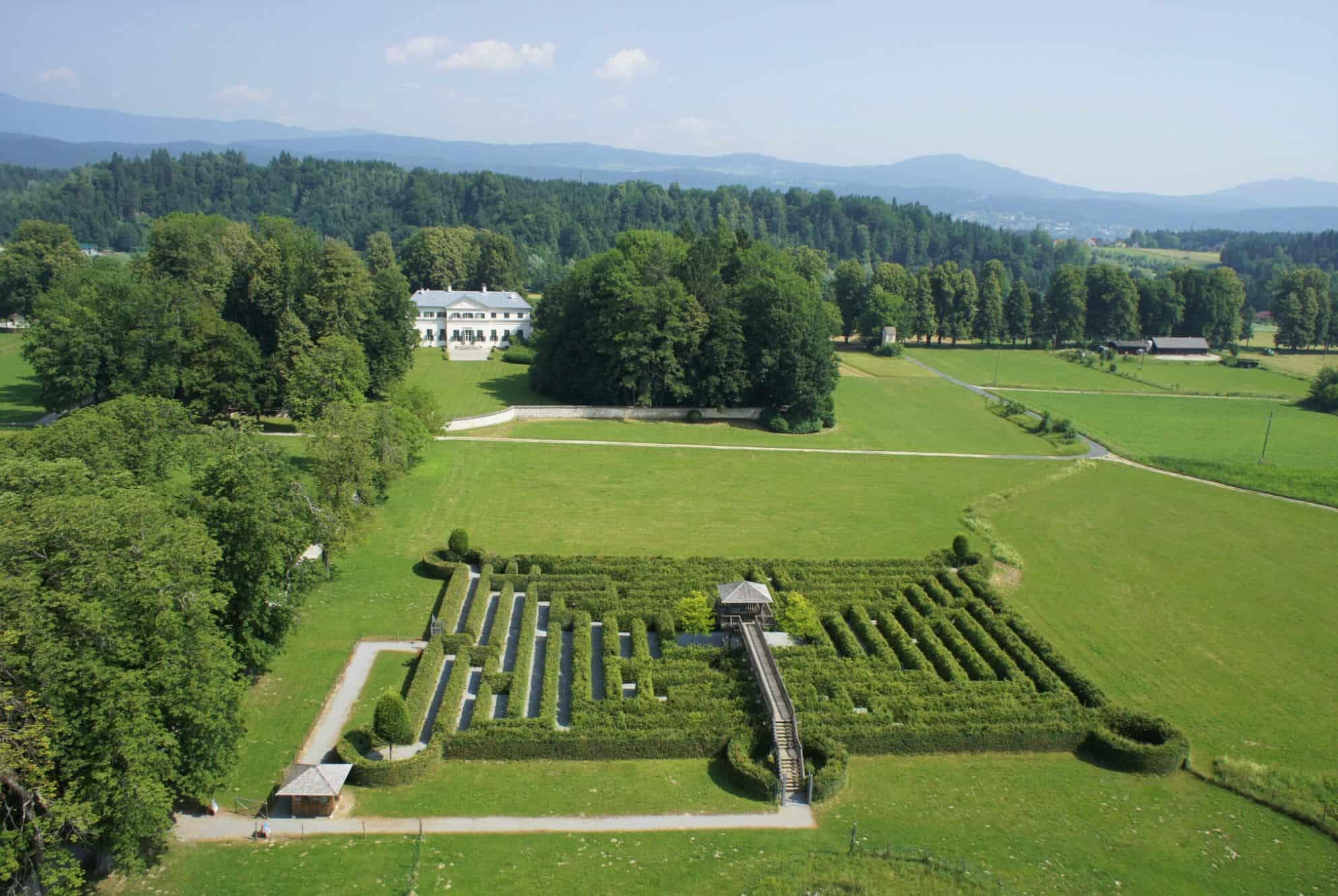 Gartenlabyrinth in Rosegg Nähe Wörthersee in Kärnten - Ausflugsziel in Österreich