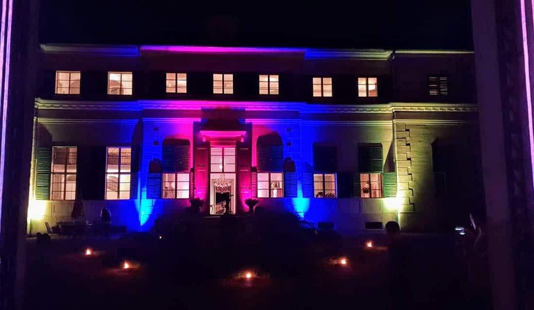 Beleuchtetes Schloss bei Veranstaltung