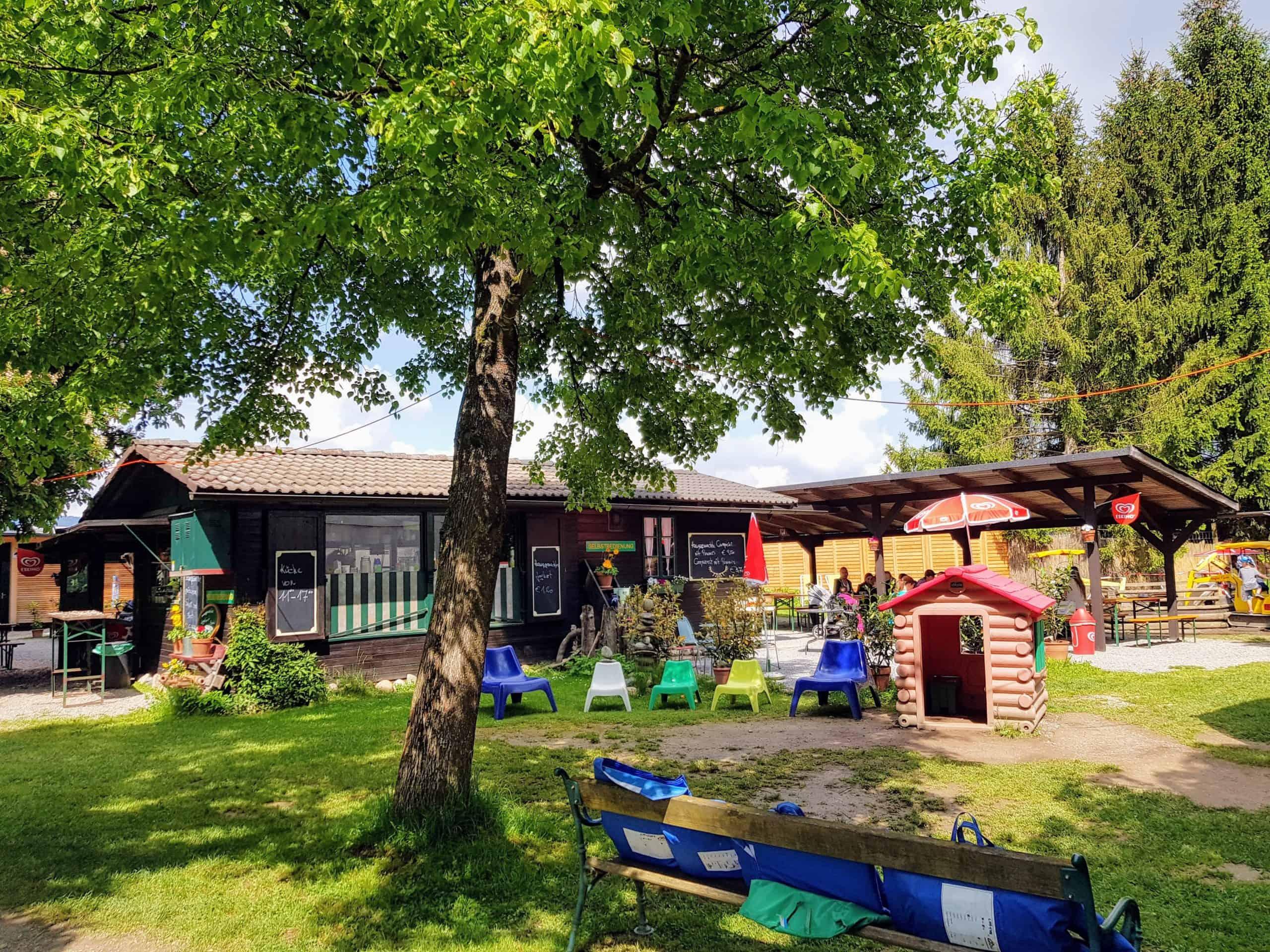 Tierparkbuffet mit Kinderbereich von außen