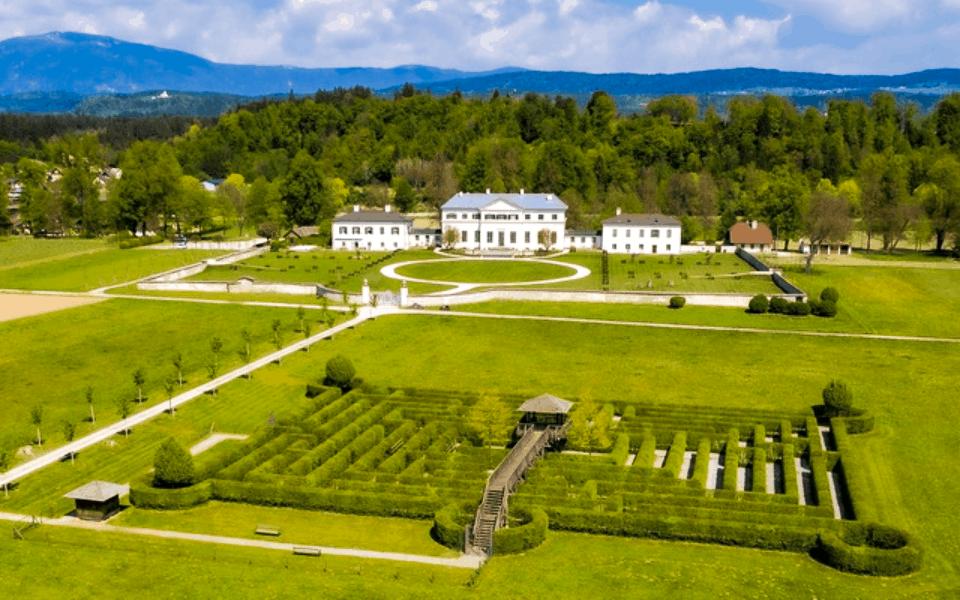 Labyrinth und Schloss Familie Liechtenstein Österreich